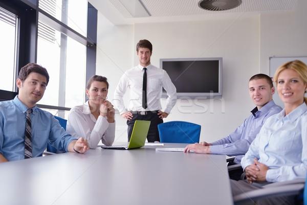 Gens d'affaires réunion bureau groupe heureux jeunes Photo stock © dotshock