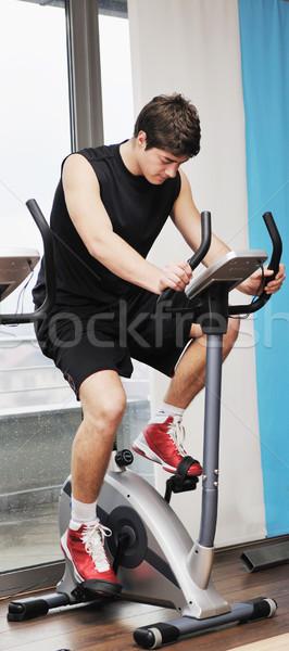 Foto d'archivio: Uomo · fitness · allenamento · giovane · sport · club