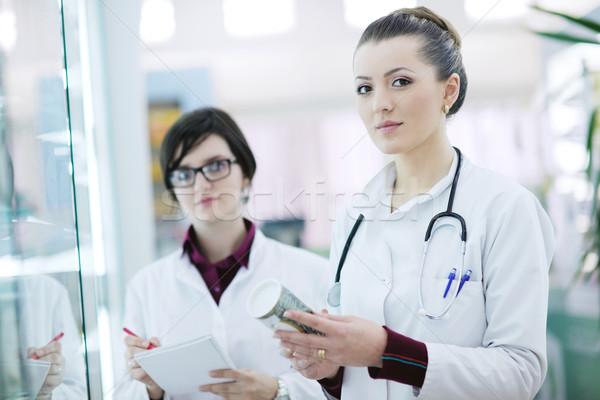 Zespołu farmaceuta chemik kobieta apteki apteka Zdjęcia stock © dotshock