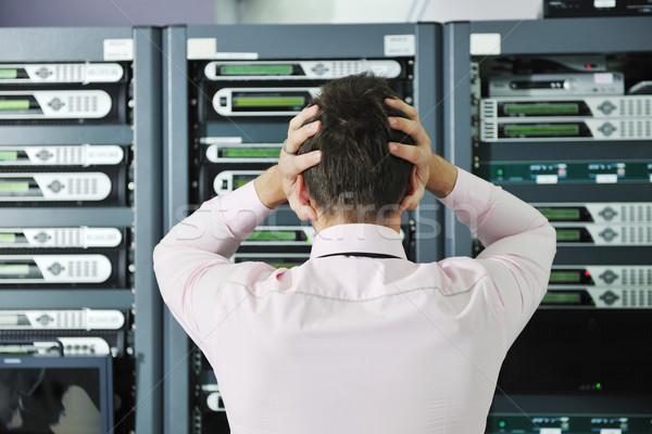 Foto d'archivio: Situazione · rete · server · stanza · uomo · d'affari · problemi