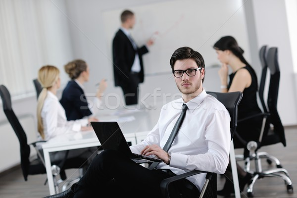 Foto stock: Retrato · guapo · jóvenes · hombre · de · negocios · colegas · personas