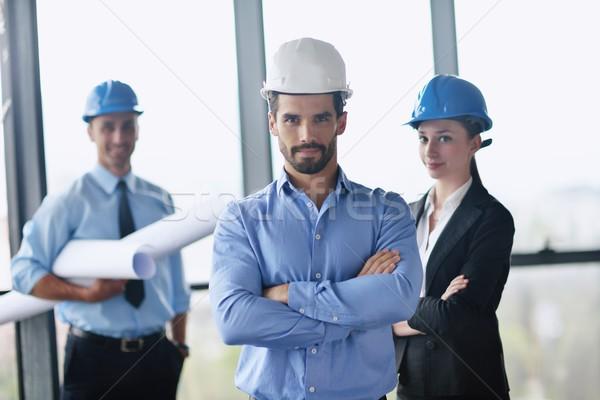 Zakenlieden ingenieurs vergadering groep presentatie heldere Stockfoto © dotshock