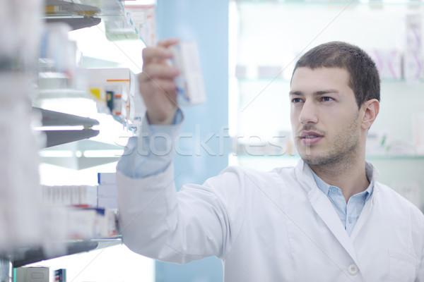 Apotheker scheikundige man apotheek drogist portret Stockfoto © dotshock