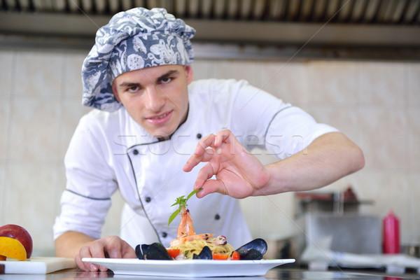 Chef élégant blanche uniforme pâtes Photo stock © dotshock