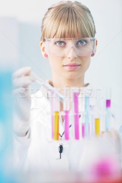 Stockfoto: Vrouwelijke · onderzoeker · reageerbuis · lab · arts