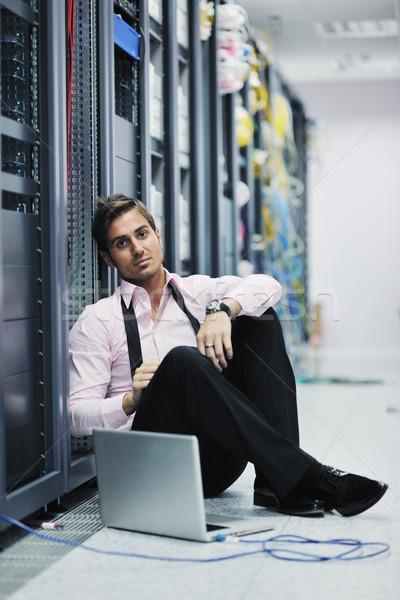 Empresário laptop rede servidor quarto jovem Foto stock © dotshock