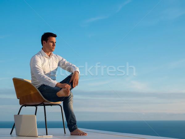 Jonge man home balkon knap ontspannen Stockfoto © dotshock