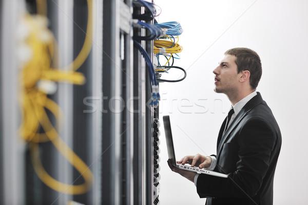ストックフォト: ビジネスマン · ノートパソコン · ネットワーク · サーバー · ルーム · 小さな