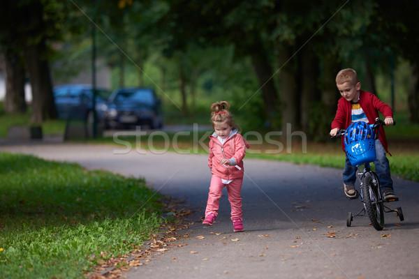 Chłopca dziewczyna rower szczęśliwy dzieci parku Zdjęcia stock © dotshock