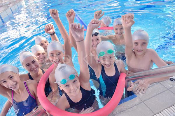 Bambini gruppo piscina felice ragazzi classe - Piscina di chiari orari corsi ...