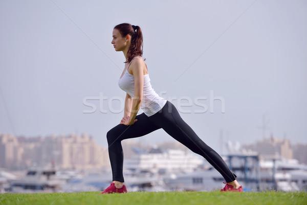 Jóvenes mujer hermosa correr manana ejecutando parque Foto stock © dotshock