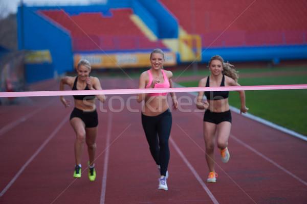 Femenino carrera junto Foto stock © dotshock