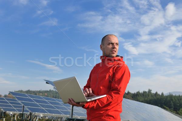 Stock foto: Ingenieur · mit · Laptop · Anlage · Bereich · Geschäftsmann