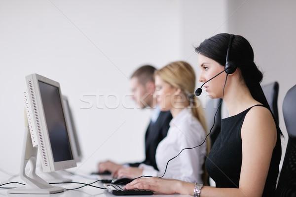 üzletemberek csoport dolgozik vásárló segítség asztal Stock fotó © dotshock