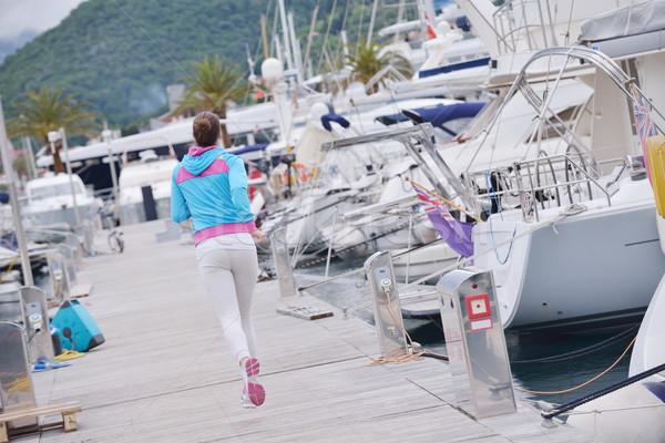 Vrouw jogging jachthaven jacht boten Stockfoto © dotshock