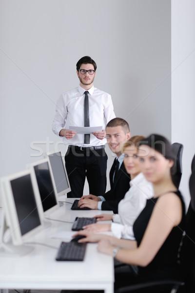 ビジネスの方々  グループ 作業 顧客 ヘルプデスク オフィス ストックフォト © dotshock
