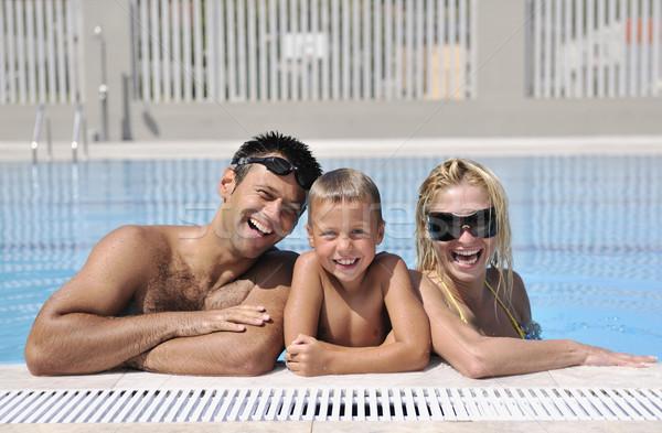 Mutlu genç aile eğlence yüzme havuzu yaz tatili Stok fotoğraf © dotshock