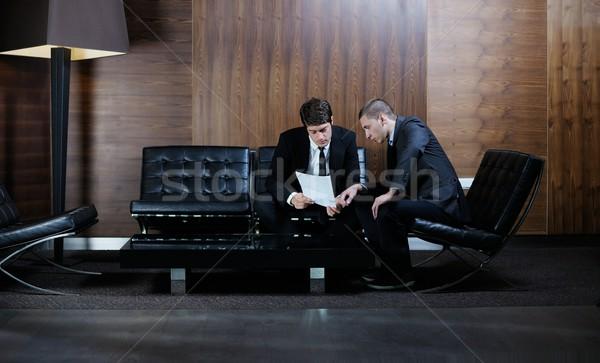 Geschäftsleute viel Händeschütteln Erzeugnis Zeichen Stock foto © dotshock