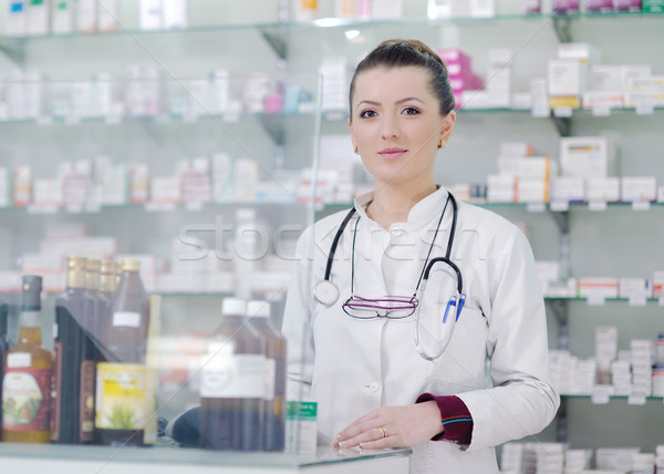 Pharmacien chimiste femme permanent pharmacie pharmacie Photo stock © dotshock