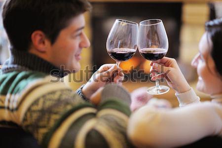 Foto stock: Jóvenes · romántica · Pareja · relajarse · sofá · chimenea