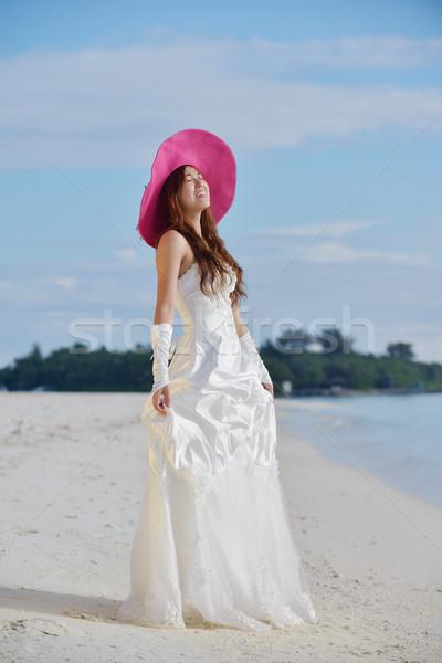 Asiático noiva praia véu céu azul Foto stock © dotshock
