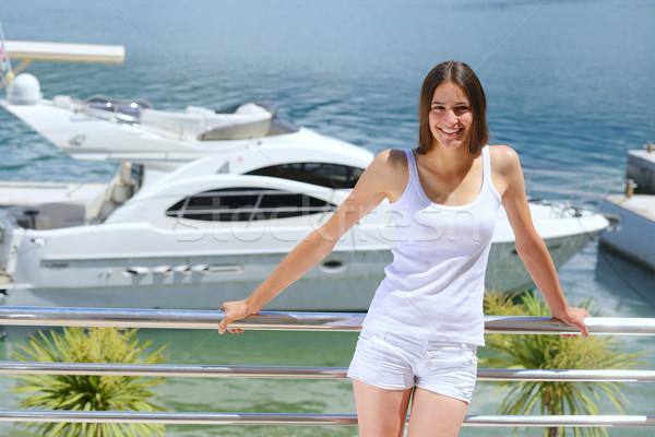 Vrouw luxe jacht zee naar Stockfoto © dotshock
