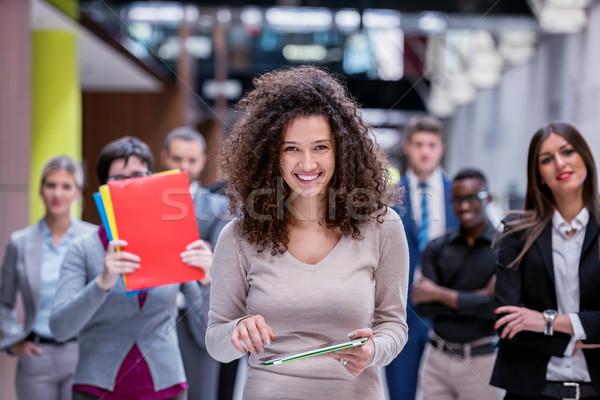 Negócio grupo jovem pessoas de negócios caminhada Foto stock © dotshock