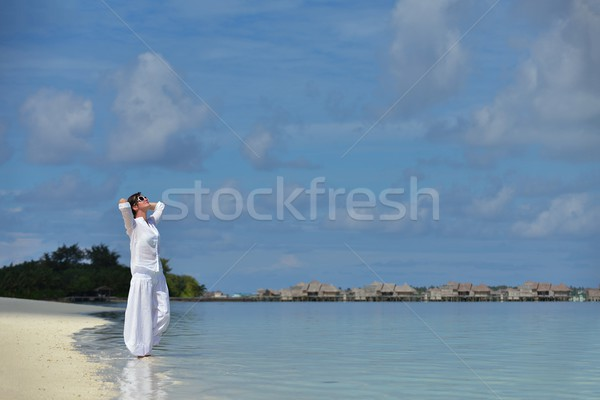 Feliz mulher desfrutar verão tempo mulher jovem Foto stock © dotshock