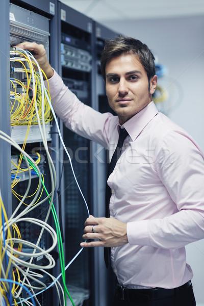 Сток-фото: молодые · центр · обработки · данных · сервер · комнату · красивый · деловой · человек