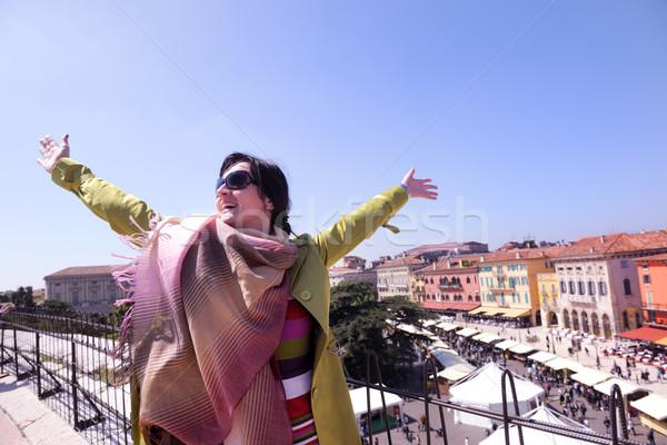Toeristische vrouw verona Italiaans stad gelukkig Stockfoto © dotshock