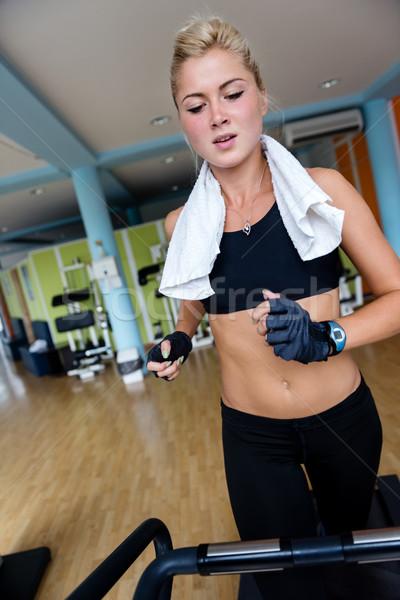 женщину бегущая дорожка спортзал спорт фитнес Сток-фото © dotshock