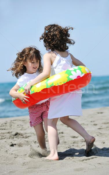 Foto stock: Feliz · criança · grupo · jogar · praia · diversão
