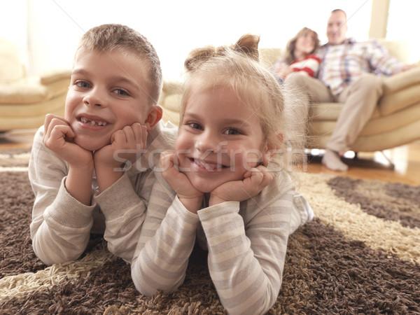 Heureux jeunes maison de famille famille amusement enfants Photo stock © dotshock