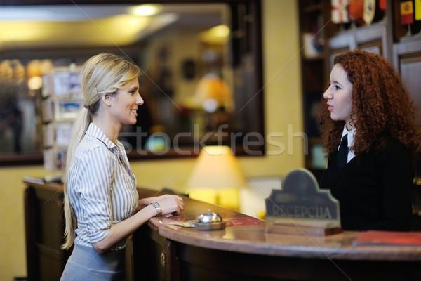 Foto stock: Hotel · recepción · mujer · de · negocios · mujer · nina · sonrisa