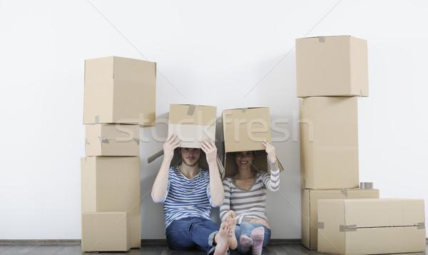 Fiatal pér mozog új otthon boldog család férfi Stock fotó © dotshock