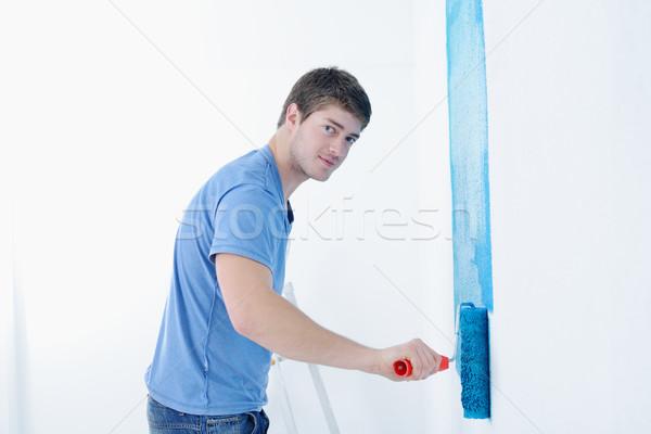 Photo stock: élégant · jeune · homme · peinture · blanche · mur · couleur