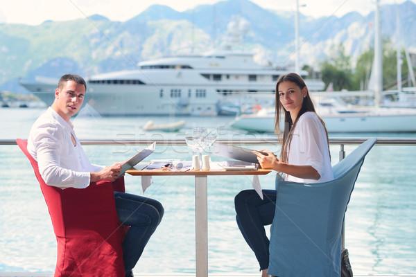 Stock fotó: Pár · gyönyörű · étterem · boldog · fiatal · pér · tenger