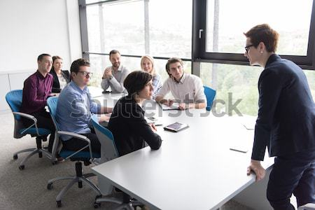 Ludzi biznesu spotkanie biuro grupy szczęśliwy młodych Zdjęcia stock © dotshock