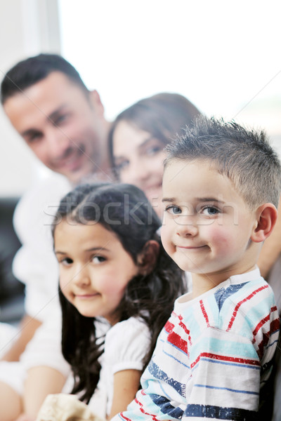 Jovens família casa feliz relaxar diversao Foto stock © dotshock