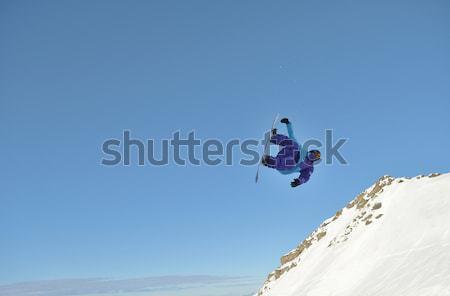 Esquiador saltando freestyle montanha fresco neve Foto stock © dotshock