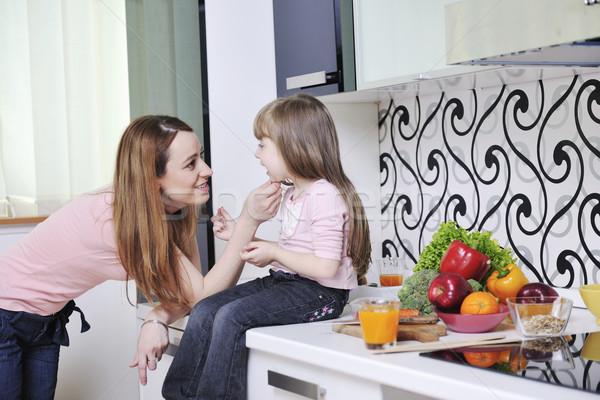 Stok fotoğraf: Mutlu · kız · anne · mutfak · genç · aile