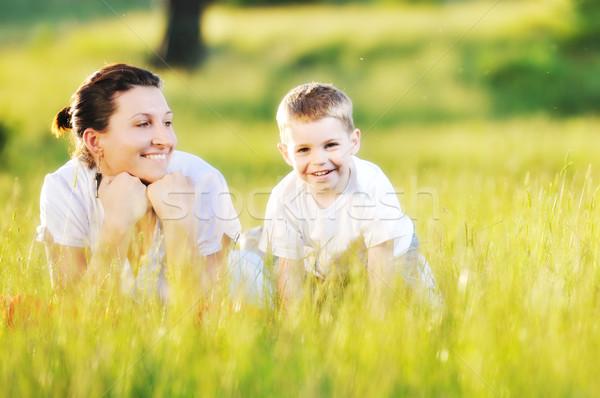 Kobieta dziecko zewnątrz szczęśliwy młoda kobieta matka Zdjęcia stock © dotshock