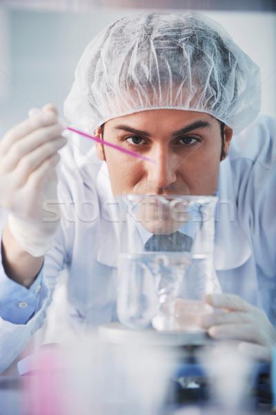 Médico científico jóvenes brillante trabajo investigación Foto stock © dotshock