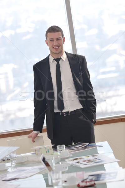 ストックフォト: 小さな · ビジネスマン · だけ · 会議室 · 弁護士 · ノートパソコン