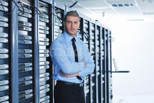Młodych serwera pokój przystojny człowiek biznesu Zdjęcia stock © dotshock