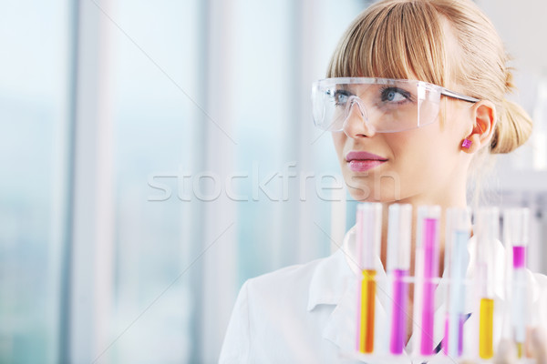 Photo stock: Homme · chercheur · tube · à · essai · laboratoire · médecin