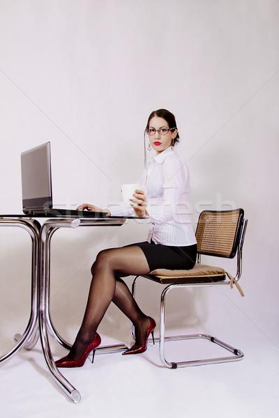 Işkadını oturma büro çalışma üst bilgisayar Stok fotoğraf © dukibu