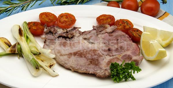 Domuz eti pirzola soğan domates et sebze Stok fotoğraf © dulsita