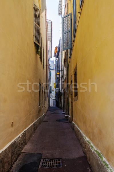 Keskeny utca épület város városi építészet Stock fotó © dutourdumonde