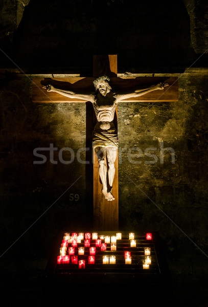 Jesús Cristo cruz velas catedral Francia Foto stock © dutourdumonde